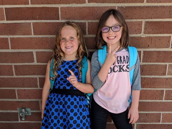 Back to school photo of HHES students